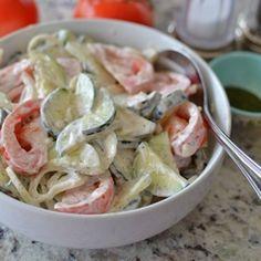 Pea Salad Recipes, Cucumber Recipes, Summer Salad Recipes, Creamy Cucumber Tomato Salad, Tomato And Onion Salad, German Cucumber Salad, Creamed Cucumbers, Cucumbers And Onions, Summer Salads With Fruit