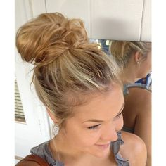 Messy Bun! ❤ liked on Polyvore featuring beauty products, haircare, hair styling tools, hair, hairstyles, cabelo, hair styles and coiffure