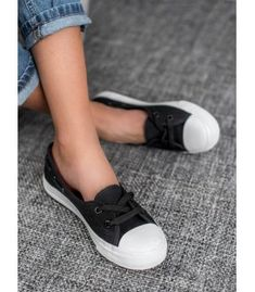 Classic Outfits, Classic Clothes, J Star, Lace Heels, Types Of Heels, Winter Fashion, Shoes Sneakers, Footwear, Stylish