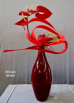 Contemporary Flower Arrangements, Tropical Flower Arrangements, Creative Flower Arrangements, Ikebana Flower Arrangement, Ikebana Arrangements, Deco Floral, Arte Floral, Lily Centerpieces, Sogetsu Ikebana