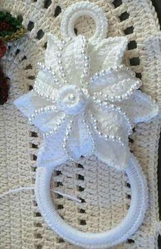 Crochet flower tutorial very easy – Artofit Crochet Flower Tutorial, Crochet Flower Patterns, Crochet Motif, Crochet Designs, Crochet Doilies, Crochet Flowers, Diy Crafts Crochet, Crochet Home, Irish Crochet