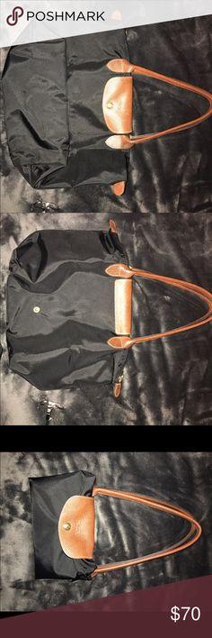 long champ black medium size. barely used super versatile bag. barely used bag. like new! Longchamp Bags Totes
