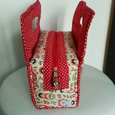Simple Bags, Insulated Lunch Bags, Girls Bags, Cute Bags, Fabric Dolls, Patchwork Bags, Quilted Bag, Diy Crafts, Sewing Projects For Beginners - craftIdea.org Patchwork Bags, Quilted Bag, Fabric Bags, Fabric Dolls, Bag Quilt, Sew Wallet, Clothing And Textile, Sewing Box, Simple Bags