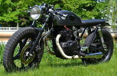 Cafe racers, scramblers, street trackers, vintage bikes and much more. The best garage for special motorcycles and cafe racers. Cafe Bike, Cafe Racer Bikes, Cafe Racers, Brat Bike, Inazuma Cafe Racer, Motorcycle Racers, Honda S, Street Tracker, Vintage Bikes