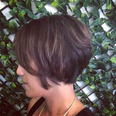 25 Best Short Hairstyles For Thick Hair Will Refresh Your Look