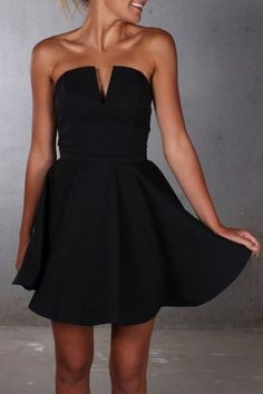 Jacqui e black dress 40s style