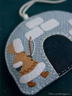 Christmas ornament -- I'm thinking it would be be great with felt.