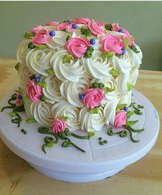 Simple Red Velvet Cake Decorating Ideas Pink piped flowers with white swirls and green leaves - small cake Cake Decorating Techniques, Cake Decorating Tips, Cookie Decorating, Cake Icing, Buttercream Cake, Cupcake Cakes, Buttercream Decorating, Pretty Cakes, Beautiful Cakes