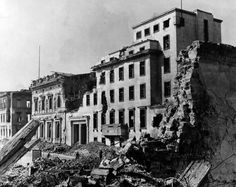Ruins of the Hitler's Chancellery (Reichskanzlei), Berlin 1945 Berlin 1945, German Architecture, Air Raid, History Online, The Third Reich, Rare Pictures, Bunker, Second World, World War Ii