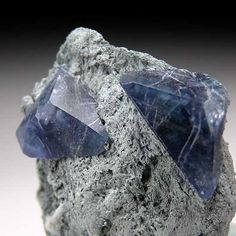 Benitoite from Gem Mine, San Benito Co., California [db_pics/pics/na412b.jpg]