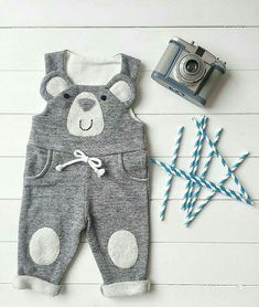 Baby Boy Baby Girl Baby Bib Overalls Dungarees by FillesEnFleur - Babystyle Baby Outfits, Winter Outfits For Girls, Kids Outfits, Sewing Baby Clothes, Unisex Baby Clothes, Baby Sewing, Hipster Kind, Selling Handmade Items, Baby Kind