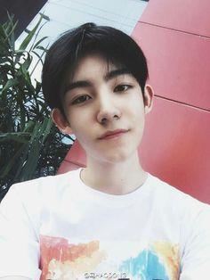 He's sooo handsome I'm- Korean Boys Ulzzang, Ulzzang Korea, Ulzzang Couple, Ulzzang Boy, Korean Men, Ma Hao Dong, Asian Boys, Asian Girl, Taekook