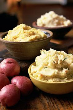 Discover the best way to make light, creamy mashed potatoes. Light, creamy mashed potatoes make some of the best comfort food—and with a little gravy are per. Mashed Potatoes From Scratch, Making Mashed Potatoes, Garlic Mashed Potatoes, Epicure Recipes, Best Comfort Food, Veggie Dishes, Yummy Eats, Recipe Collection, Food To Make
