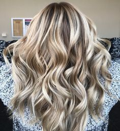 Blonde Base - Dimensional Hair Color