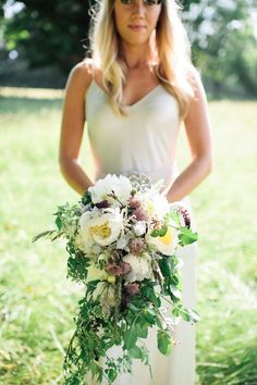 Bristol based wedding florist The Rose Shed discusses wedding flower trends looking at the natural and rustic looking trailing bridal bouquet.