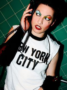 Amanda Palmer of the Dresden Dolls Sings Creep with an ukulele Amanda Palmer, Dresden Dolls, Street Performance, Mein Style, Neil Gaiman, Ukulele, Beauty Women, Actors & Actresses, Eyebrows