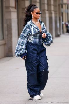 Rihanna Is Bringing Back the Track Pants From Your Limited Too Days. Rihanna styled her track pants with a fitted flannel and white boots.The new trends is baggy track pants with crop tops and heels or coo sneakers. Rihanna Street Style, Mode Rihanna, Street Style Women, Street Style Looks, Fashion Over, Look Fashion, Fashion Outfits, Womens Fashion, Jeans Fashion