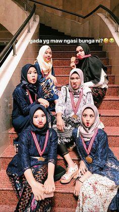 Besties, Bff, Hijab Ideas, Muslim Hijab, Ootd Hijab, Friend Photos, Kebaya, Hijab Fashion, Ulzzang