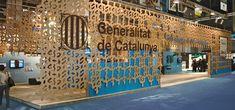 Estand de cortinas de cartón para ADIGSA | Indissoluble.com. Stands, multimedia, arquitectura efímera, exposiciones.