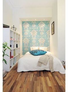Bedroom with wallpaper - Home and Garden Design Ideas