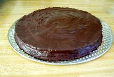 A raw vegan two-layered chocolate dipped chocolate cake with blueberry filling. Clean Recipes, Raw Food Recipes, Sweet Recipes, Clean Foods, Chocolate Dipped, Vegan Chocolate, Chocolate Cake, Raw Vegan, Vegan Food