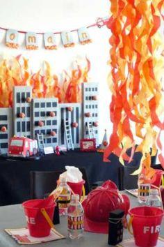 Feuerwehr-Dekoration und Buffet