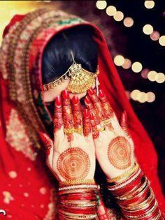 Bridal Henna or Mehndi design Mehendi, Henna Mehndi, Mehndi Dress, Henna Art, Desi Bride, Desi Wedding, Wedding Poses, Wedding Ideas, Mehndi Designs