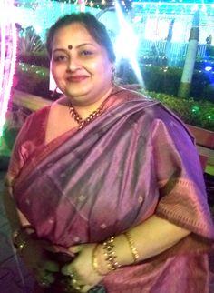 A silk from Madhya Pradesh . Indian Natural Beauty, Indian Beauty Saree, Beautiful Women Over 40, Beautiful Horses, Beautiful Body, Sumo, Fat Women, Sexy Women, Voluptuous Women
