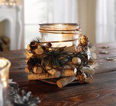 Birkenholz und Zweige zum Kranz gearbeitet, liebevoll verziert mit Kunststoffnadeln und -beeren, massiver Glaseinsatz