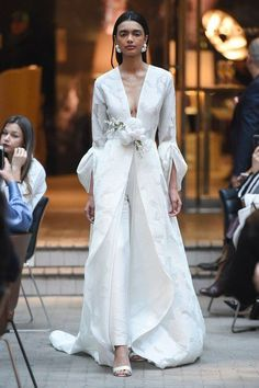 Sachin & Babi Resort 2019 collection, runway looks, beauty, models, and reviews. #weddings
