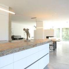Kochbereich _ Bauhaus Villa in München: Minimalistisch Küche von Architekten Team 2P-raum®