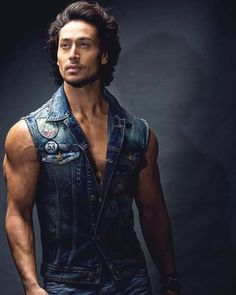 Tiger Shroff finds dubbing for 'Spider-Man: Homecoming' challenging Allu Arjun Wallpapers, Durga Images, Tiger Shroff, Emo Boys, Bollywood Actors, Film Industry, Best Actor, Male Body, Actors & Actresses