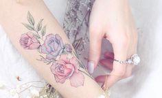 Filigran und feminin: Blumen-Tattoos sind für jeden was.