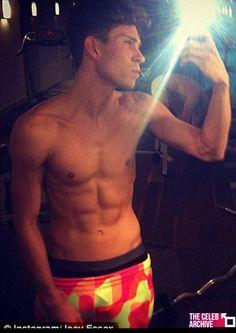 Joey Essex flexes his muscles Joey Essex, Celebrity Selfies, Hot Hunks, Famous Men, Fine Men, Hot Boys, To My Future Husband, Cute Guys, Role Models