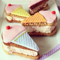 Ice cream sandwich! ...♥♥...