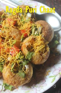 A finger licking and lip smacking chat item which has crunchy puris, ragda, chutneys and other yummy stuffs. Perfect for light snack. Indian Dessert Recipes, Indian Snacks, Evening Snacks Indian, Indian Foods, Indian Dishes, Indian Recipes, Puri Recipes, Snack Recipes, Cooking Recipes