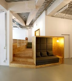 this is what i mean by the private / sleep booths we can have in the lounge / kitchen Flat Interior, Interior Stairs, Office Interior Design, Interior Architecture, Booth Seating, Office Seating, Workspace Design, Office Workspace, Office Chairs