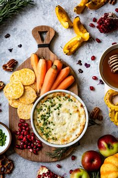This Baked Goat Cheese Dip recipe is a super easy and quick to make appetizer that you can serve throughout the year for all your entertaining needs. Protein Snacks, Healthy Snacks, Veggie Snacks, Quick Appetizers, Appetizer Recipes, Vegetarian Appetizers, Vegetarian Food, Dinner Recipes, Tapas