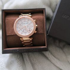 Michael Koras Rosegold 5491 watch Michael Kors Rose gold watch. Its the mk5491. Absolutely loved but jst never worn. Bought new, but only used a couple times. Has the extra pieces to make it bigger. Michael Kors Accessories Watches
