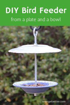 Tutorial: DIY bird feeder from a plate and bowl - Orange Bettie - Modern Design Make A Bird Feeder, Bird Feeder Craft, Homemade Bird Feeders, Hanging Bird Feeders, Wooden Bird Feeders, Bird Bath Garden, Diy Bird Bath, Glass Garden, Garden Totems