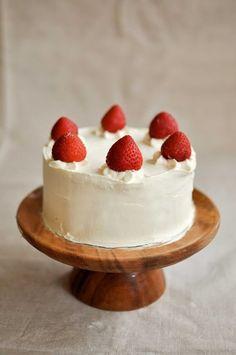 Top 25 Most Beautiful Smash Cakes - Japanese Strawberry Shortcake Yummy Treats, Sweet Treats, Yummy Food, Cupcakes, Cupcake Cakes, Japanese Strawberry Shortcake, Strawberry Delight, Blog Da Carlota, Sweet Recipes