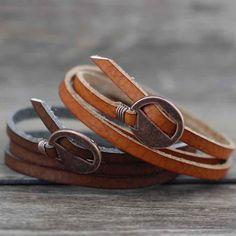 Bracelet en cuir vintage multicouche - New Ideas Metal Bracelets, Bracelets For Men, Fashion Bracelets, Fashion Jewelry, Fashion Fashion, Wrap Bracelets, Fashion Earrings, Couple Bracelets, Rock Fashion