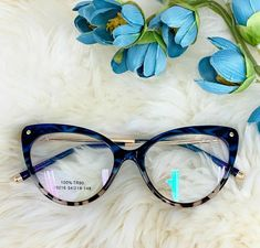 Glasses For Round Faces, Funky Glasses, Cool Glasses, New Glasses, Cat Eye Glasses, Glasses Frames, Fashion Eye Glasses, Eyewear, Sunnies
