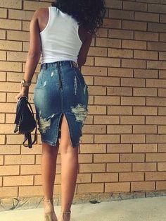 How to rock the distressed denim skirt trend → Community So rockt man den angespannten Jeansrock-Trend → Community Casual Outfits, Summer Outfits, Cute Outfits, Modest Outfits, Celebridades Fashion, Look Fashion, Fashion Outfits, Outfit Chic, Mode Lookbook