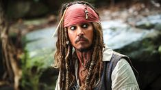 We all know Johnny Depp as Captain Jack Sparrow, the famous pirate played by Johnny Depp. - Captain Jack Sparrow Quotes: 10 lines by Johnny Depp's character will make you go Aaaarrrr! Captain Jack Sparrow, Johnny Depp Personajes, Sophie Nélisse, Disney Personality Types, Paul Mccartney, Images Pirates, Jack Sparrow Quotes, Richest Actors, Emily Watson