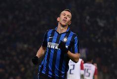 Wahanaprediksi.com, Milan - Masih terus dikaitkan dengan Manchester United, Pemain Inter Milan Ivan Perisic masih belum ada kabar yang cocok dengan tawaran Inter Milan. Manager Inter Milan Nerazzuri menyebutkan masih belum ada jumlah tawaran yang pas untuk perisic.