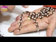 Tubular beadwork tutorial (Chenille Stitch): a simple idea for a tubular beadwork Beaded Necklace Patterns, Beaded Earrings, Beaded Jewelry, Beaded Bracelets, Lanyard Designs, Necklace Set, Pendant Necklace, How To Make Rope, Beaded Lanyards