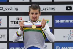 Peter Sagan struggled to comprehend his achievement after winning a third consecutive Worlds road race title, dedicating his victory to Michele Scarponi.