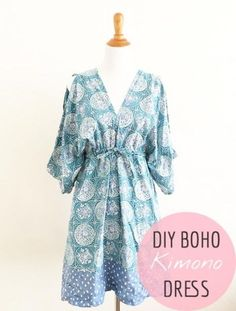 crédit photo Rin du blogSew in Love sur le blog So Sew Easy Cette robe de style kimono a une coupe polyvalente : on peut la porter tous les jours, accessoirisée avec de beaux bijoux, ou alors pour aller à la plage ou se promener. Elle convient également aux femmes enceintes mais pas besoin d'avoir un gros ventre pour la porter et la confectionner en plusieurs exemplaires (je la verrais bien en unie ou color-block ou alors avec un imprimé ethnique, et vous?) Vous retrouverez le DIY à sui...