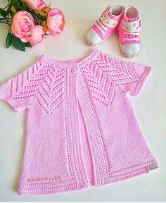 günaydın mutlu sabahlar hayırlı haftalar olsun . . photo @sihirliellerorgu . . . #ÖRGÜ #bebekörgü #battaniye  #ecemceorguler  #elişi… Baby Knitting Patterns, Knitting Stitches, Knitting Designs, Baby Patterns, Embroidery On Kurtis, Kurti Embroidery Design, Baby Vest, Baby Cardigan, Knitting Dolls Clothes